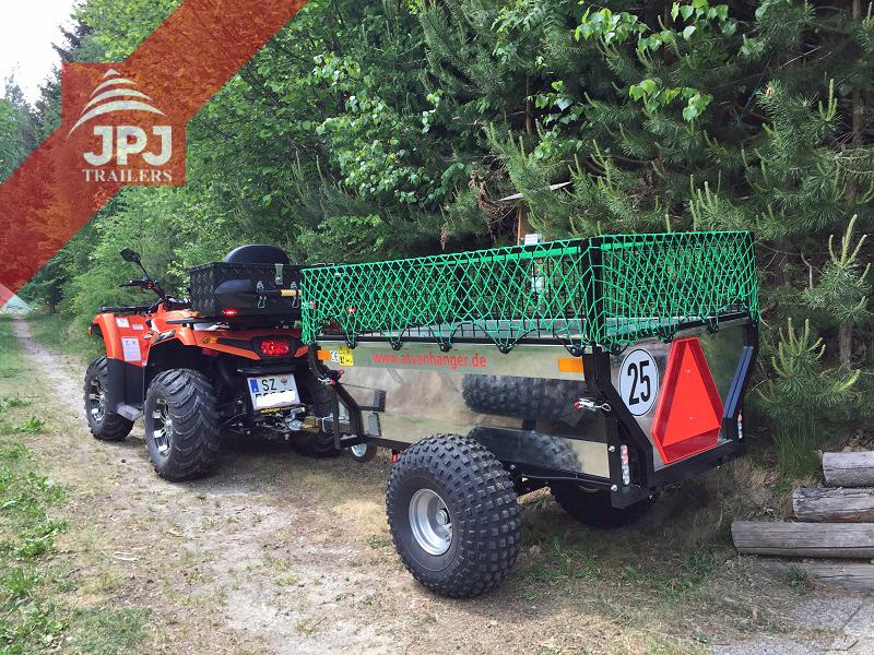 Pracovní štvorkolka a vozík Zahradník upravený majiteľom